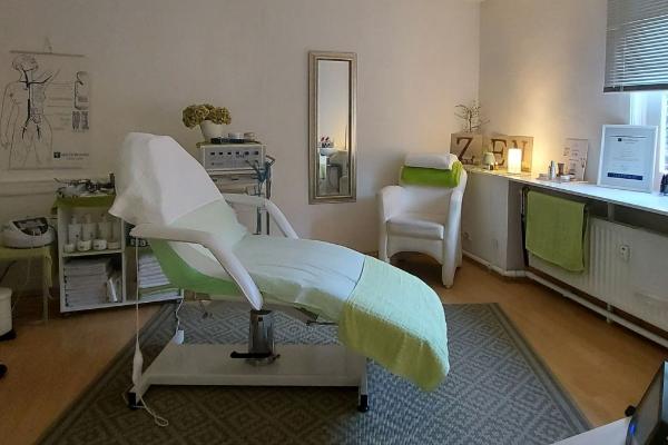 Bild 3 von Medi Care Cosmetics - La Bellezza